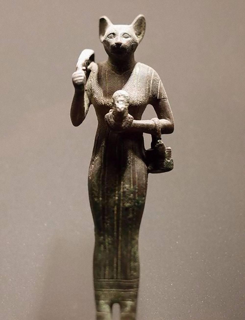 Что означает египетская богиня с головой кошки