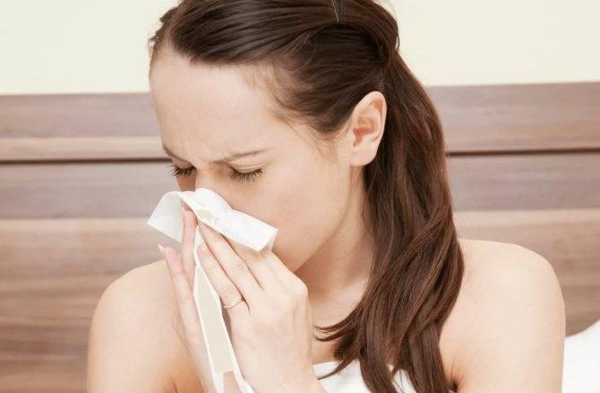 Почему из носа течет вода: причины и лечение