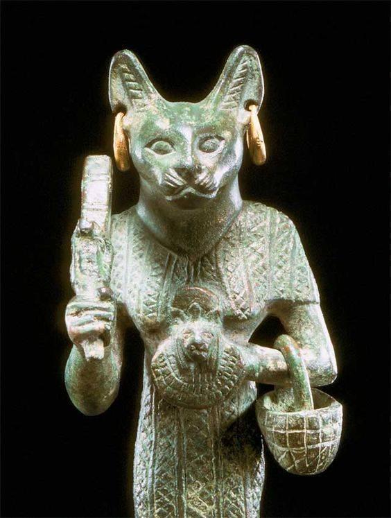 Кошка — священное животное древнего египта, богиня кошек носила имя баст
