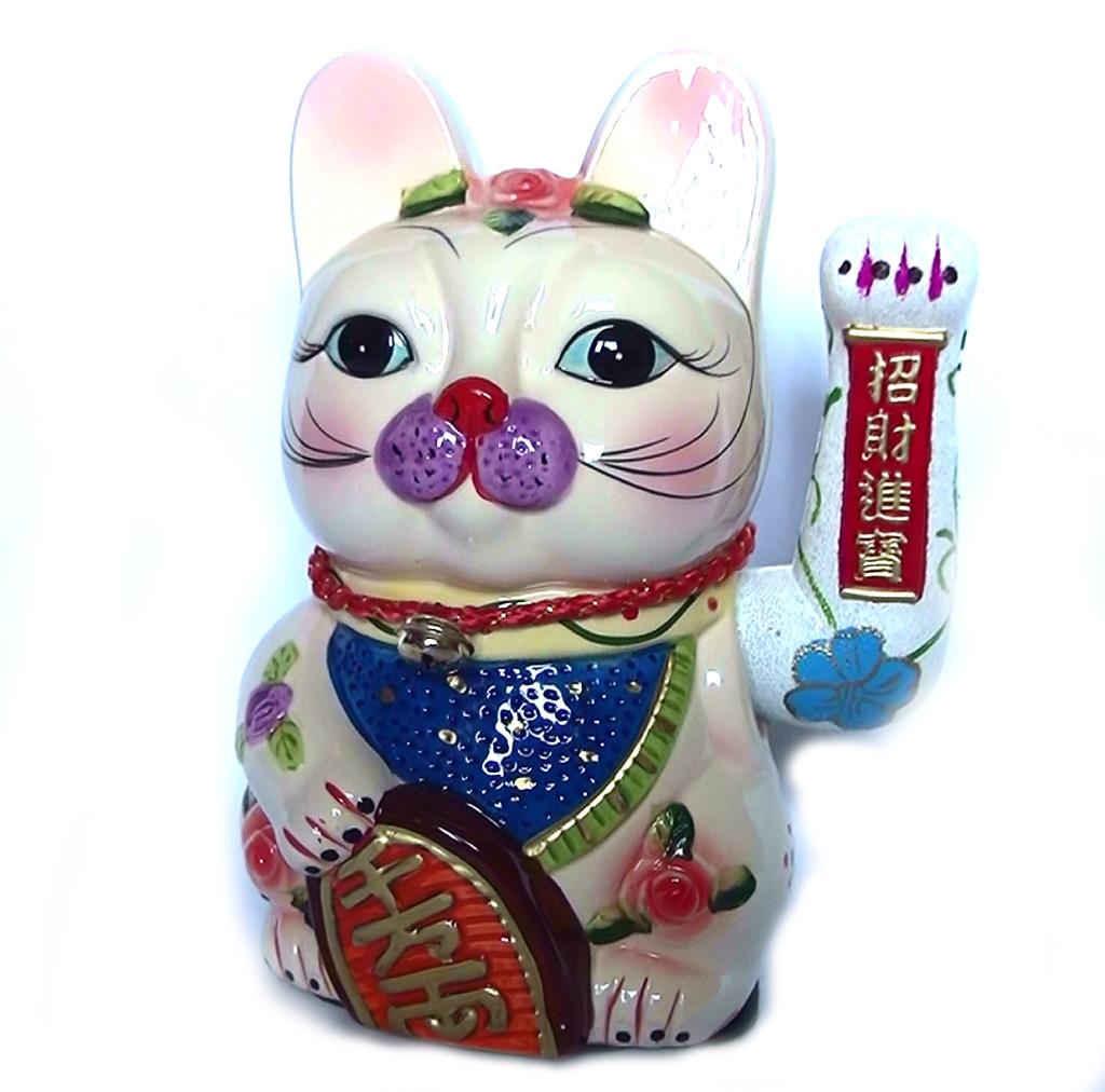 Манэки-нэко – японский талисман на деньги и удачу