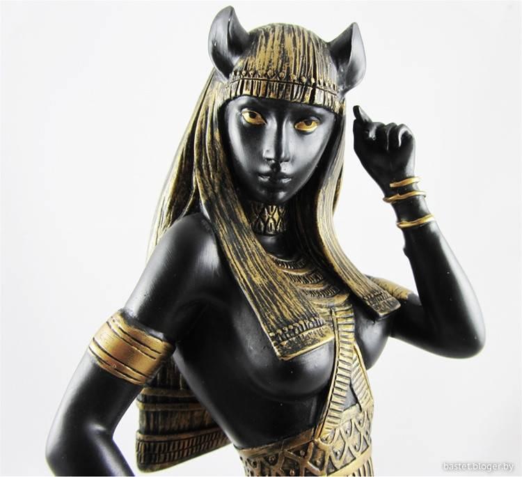 Бастет – египетская богиня с кошачьими коготками
