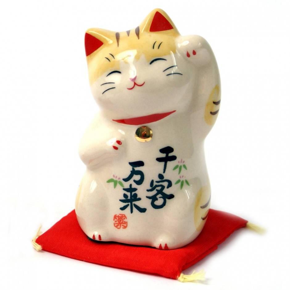 Японский талисман манеки неко