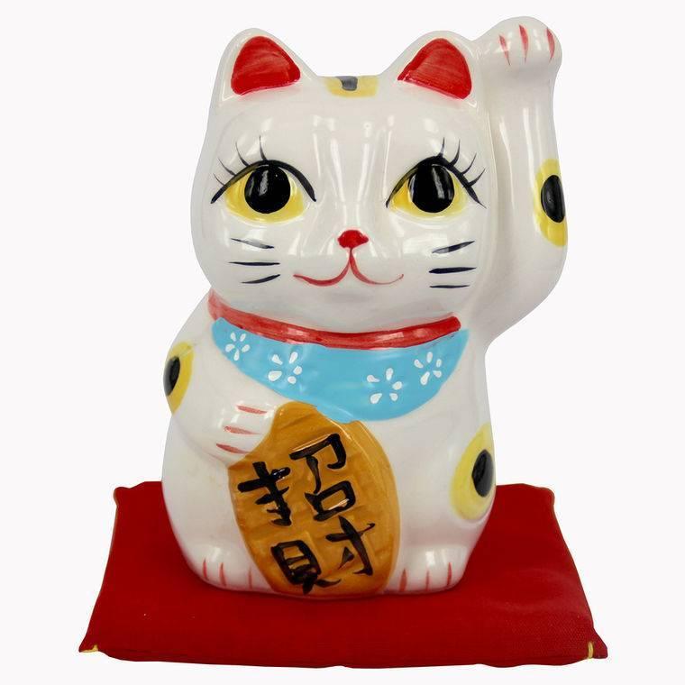 Символ удачи манэки-нэко (maneki-neko)